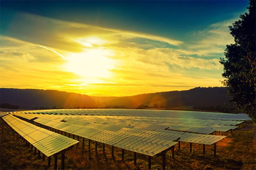 Opter pour des énergies modestes en carbone, à l'instar du solaire, devrait permettre à l'Afrique de ne pas aggraver l'impact du réchauffement climatique planétaire. www.shutterstock.com