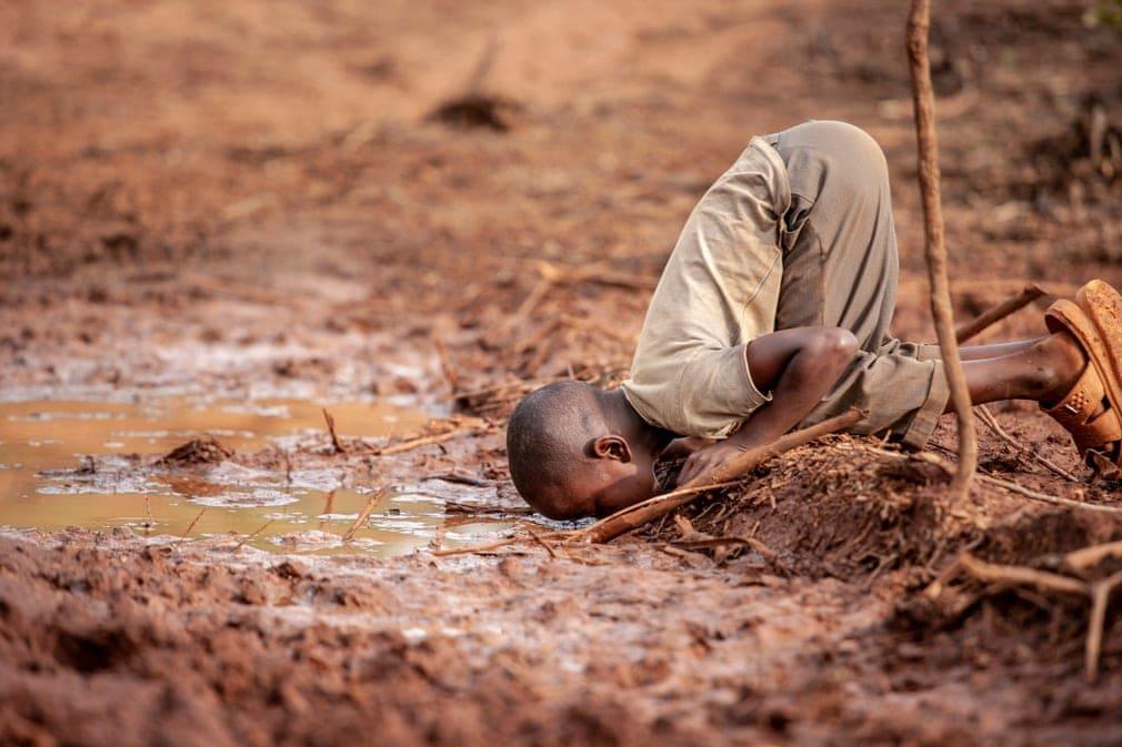 Eau rare à Kakamega au Kenya