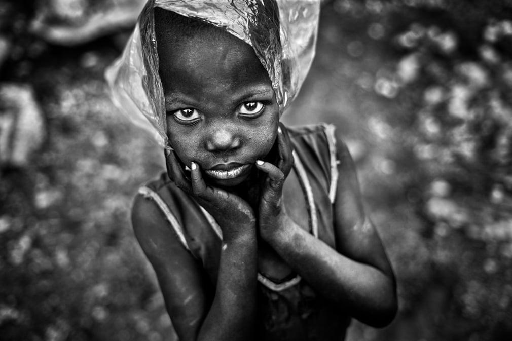 Jeu de plastique à Ouagadougou, Burkina Faso