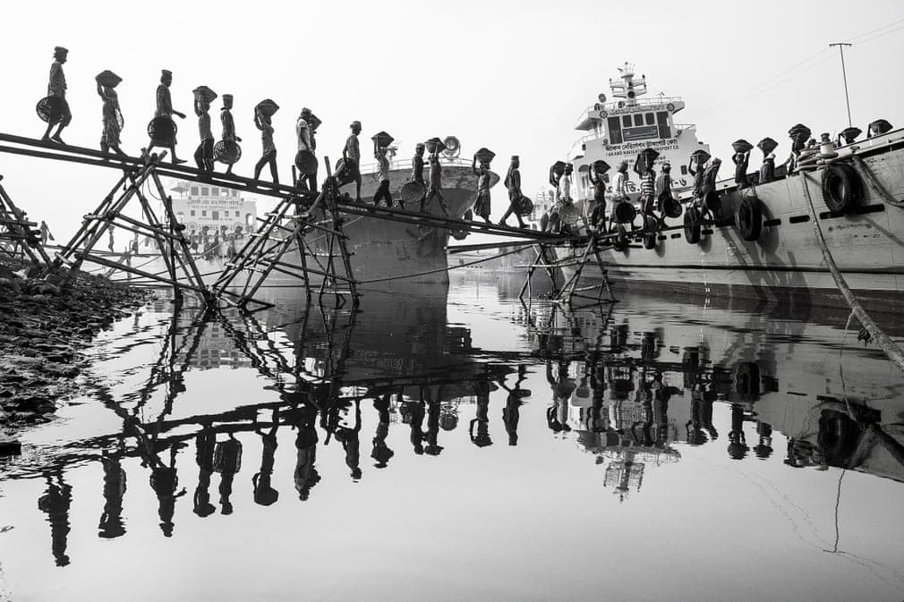 Transport de charbon à Dhaka, Bangladesh