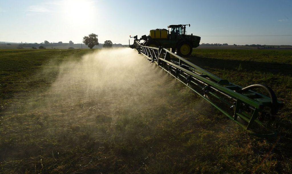 Les pesticides toxiques rapportent des fortunes aux géants de l'agrochimie Enquête sur le marché juteux des produits interdits