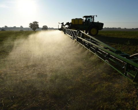 Toxic pesticides bring fortunes to agrochemical giants Survey of the juicy market for banned products