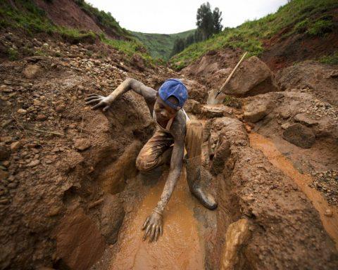 Cobalt : Le coût humain et environnemental de l'or bleu de nos transitions énergétiques