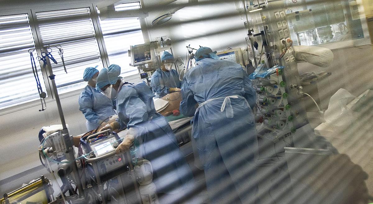 En immersion à l'hôpital, avec les combattants du Covid