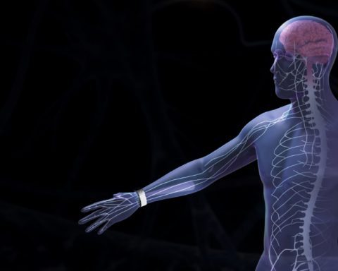 Fibromyalgie, migraines, arthrose : un bracelet électronique anti-douleur made in France