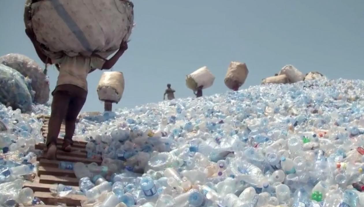 Et si on remontait à la source de la pollution plastique ?